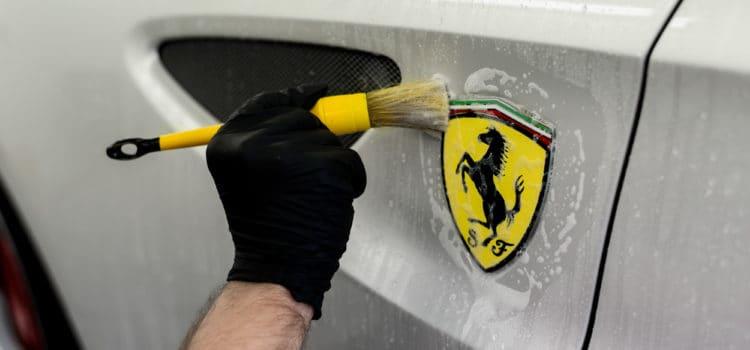 Naczym polega mycie bezdotykowe auta?